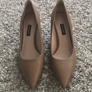 Size 9.5 beige Nine West kitten heels